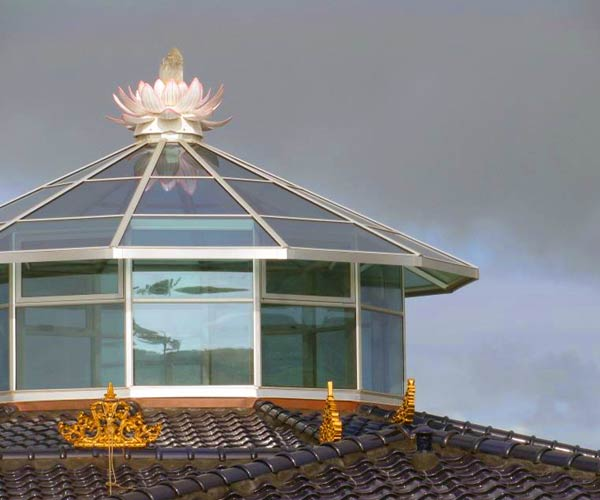 A polygonal roof lantern skylight framed in aluminum sits atop a music chamber with a decorative element at its peak
